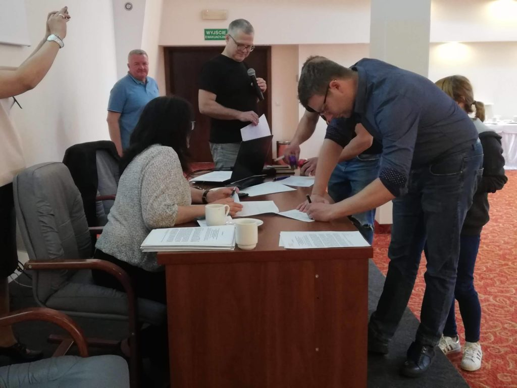 Bartosz Wilk podpisuje Porozumienie o utworzeniu Karpackiego Klastra Ekonomii Społecznej